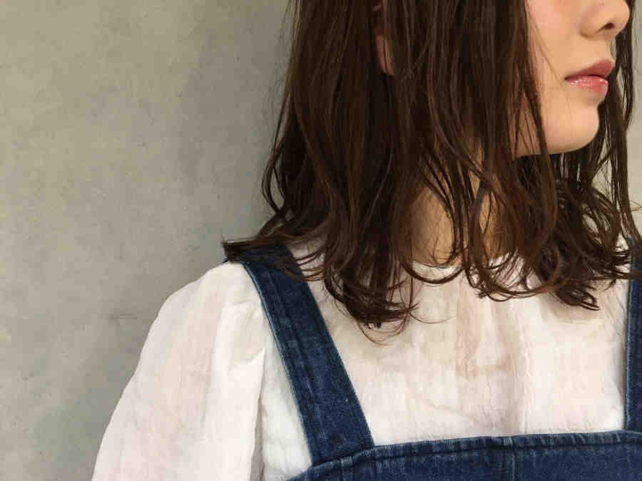40代髪に潤い艶が無くなりパサつく原因は何か?